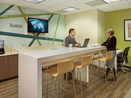 Regus Business Lounge in One Embarcadero