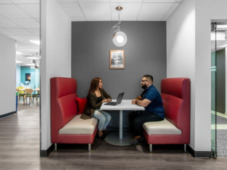 Regus Business Lounge in 401 North Michigan