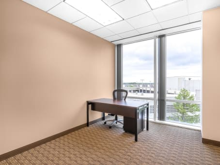 Regus Meeting Room in Tollway Plaza - view 8