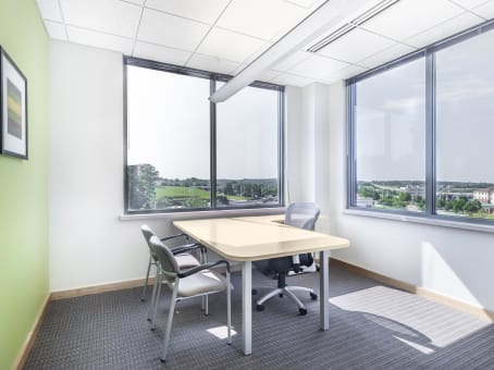 Regus Meeting Room in Park Bank Plaza - view 4