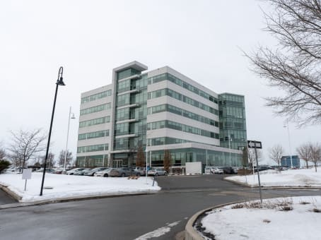 Building at 6500 TransCanada Service Rd, 4th Floor in Pointe-Claire 1