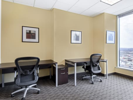 Regus Office Space in Downtown Wells Fargo Center - view 4