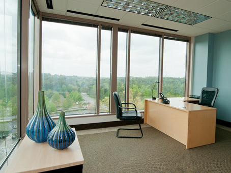 Regus Business Lounge in 2300 Lakeview