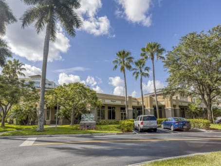 Building at 950 South Pine Island Road, Suite 150 in Plantation 1