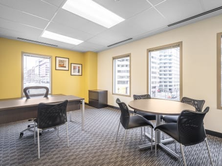 Regus Business Lounge in Franklin Square