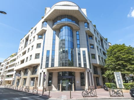 Building at 6th Floor, 105 rue Anatole France in Levallois-Perret 1
