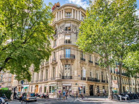 Building at 75 Boulevard Haussmann in Paris 1