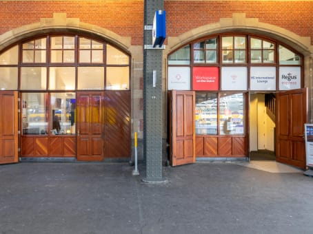 Building at Stationsplein 19-W, Platform 2A in Amsterdam 1