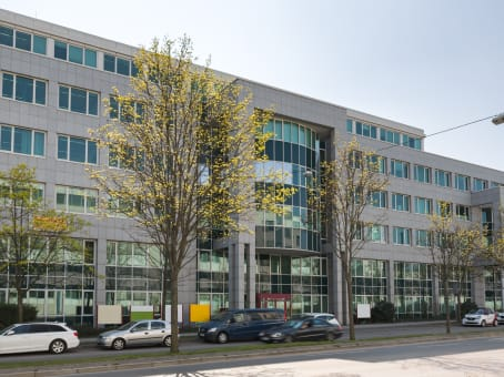 Building at 1st and 5th floor, Steiermaerker Straße 3-5 in Stuttgart 1