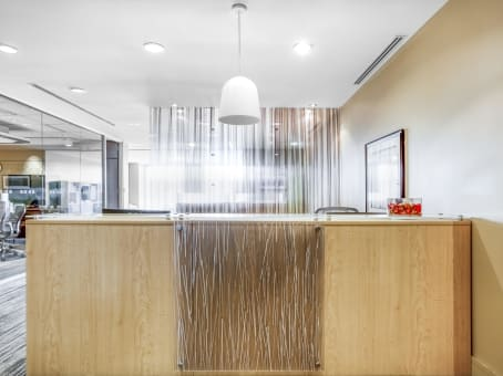 Rent virtual offices in le 1000 regus canada for Shared office space montreal