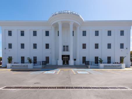 Mødelokalerne i Cayman Islands, The White House