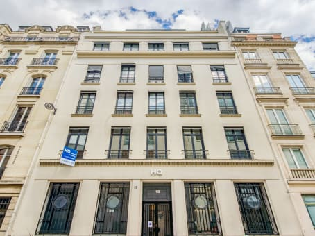 Building at 18 rue Pasquier in Paris 1