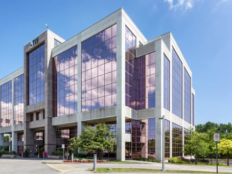Building at 15 Allstate Parkway, Suite 600 in Markham 1
